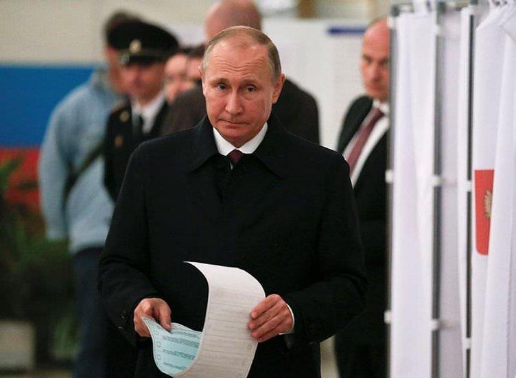 Rusya seçimlerinde Putin'in yüzü gülüyor