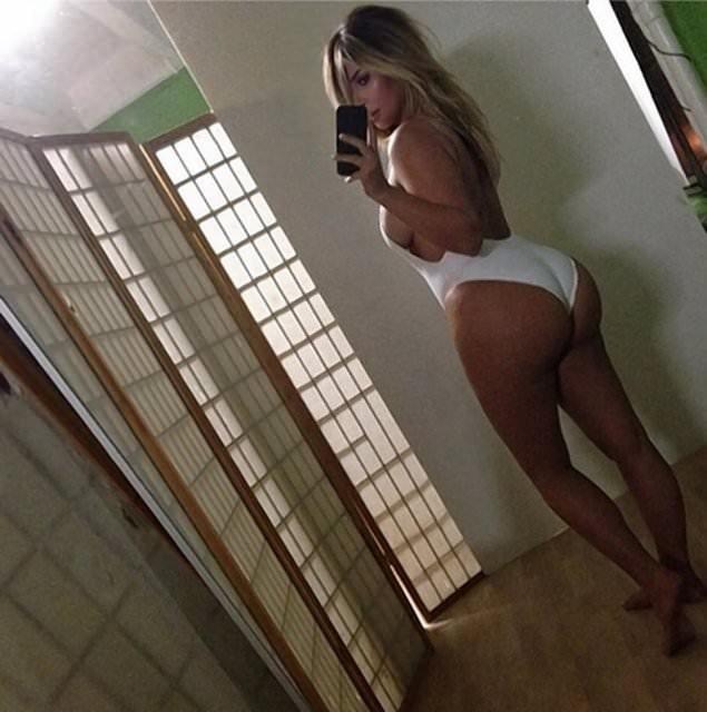 Kim Kardashian'ın o pozları kitap oluyor