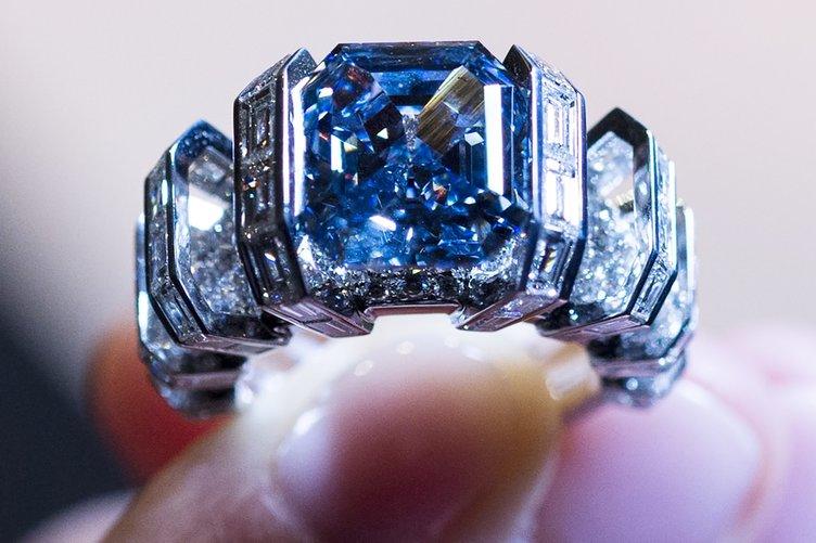 Mavi elmas, Londra'da görücüye çıktı