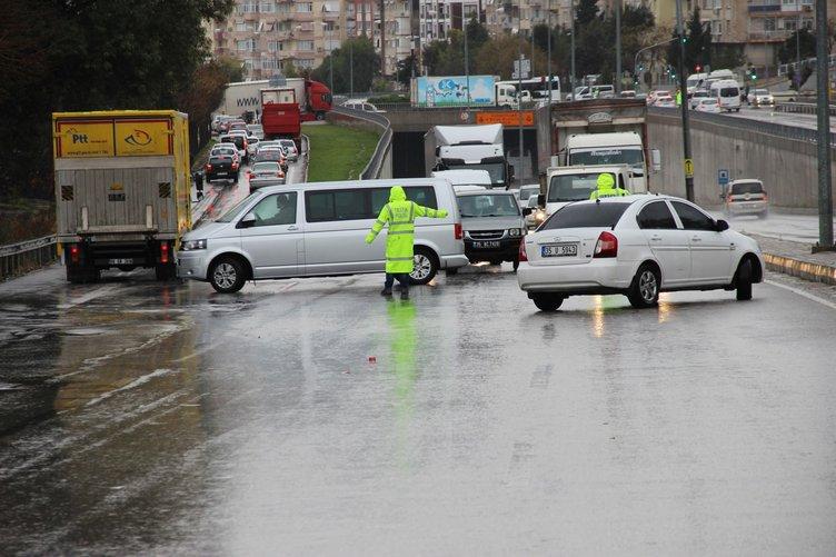 Ani bastıran kar, İzmir- Manisa yolunu kapattı