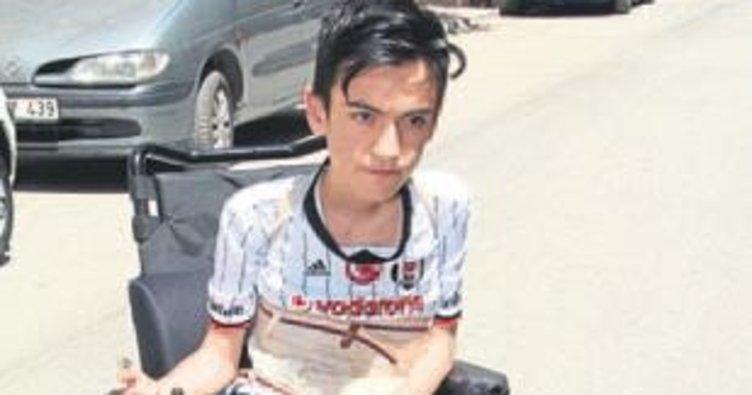 Kas hastası Mehmet, destek bekliyor