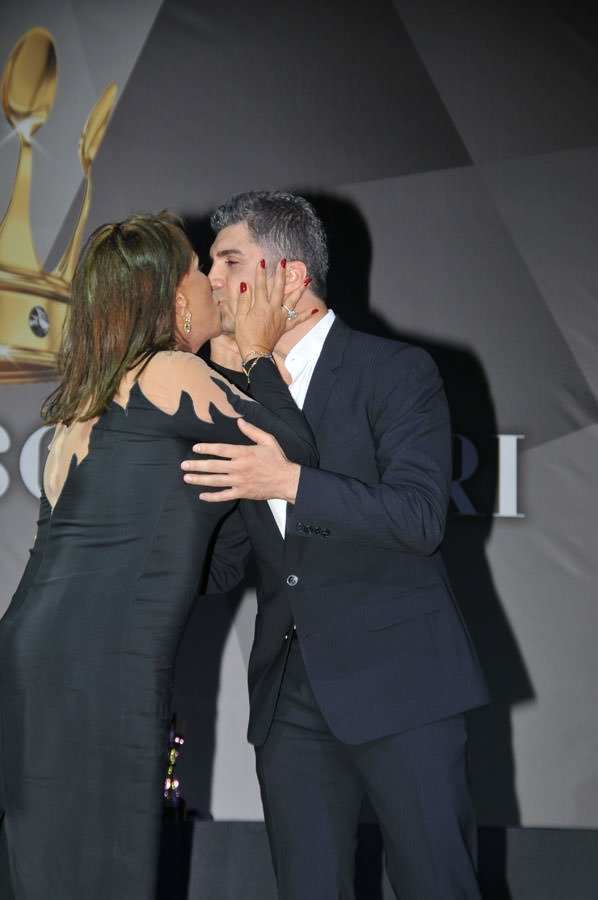 Önce öptü sonra oteline davet etti