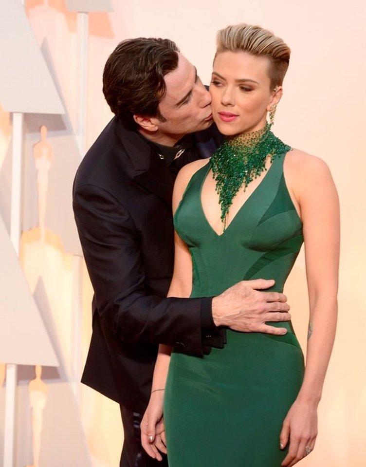 Galada sürpriz öpücüğü