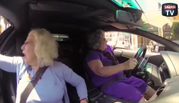 2 yaşlı kadın Lamborghini'ye binerse