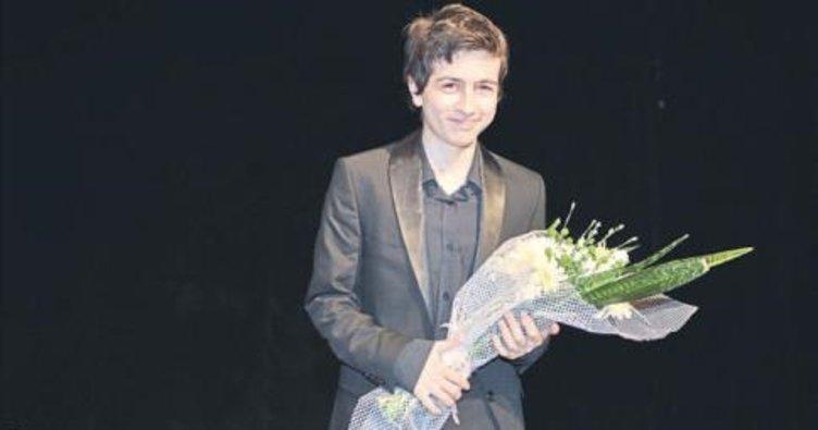 Süper piyanist Emre Nurbeyler