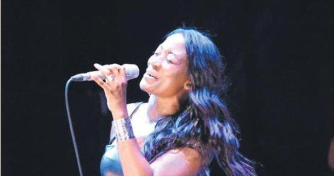Dünyaca ünlü vokal Türkçe şarkı söyledi