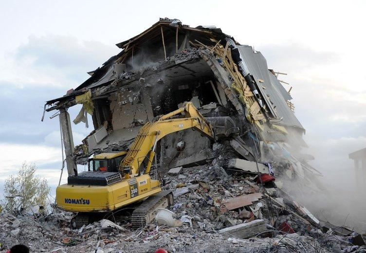 Van Depremi 4'üncü yılında anılıyor