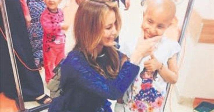 Özçelik kanserli çocukları sevindirdi