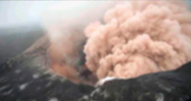 Zehir saçan tesis yanmaya devam ediyor