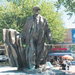Irkçılık karşıtları Lenin'e de karşı