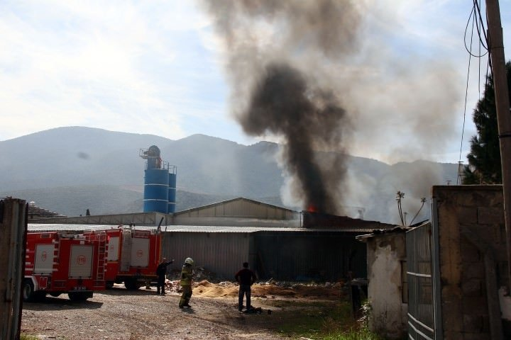 Yangına müdahale eden itfaiye eri hayatını kaybetti