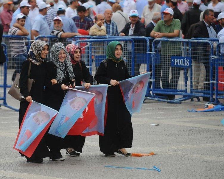 Başbakan Erdoğan tarihi yolculuğa Samsun'da başladı