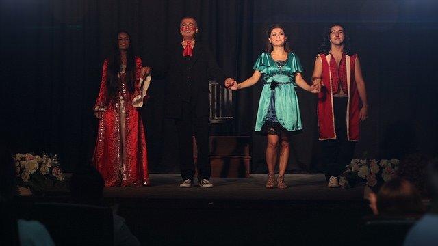 10. Köy Teyatora: Yalanın Bilinmediği Bir Köy filminden kareler