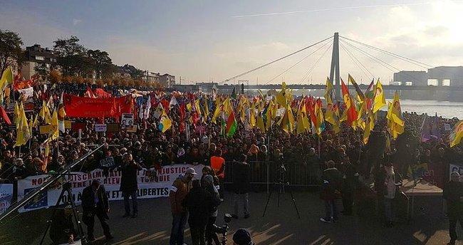 Almanya'da PKK yandaşları polise saldırdı!
