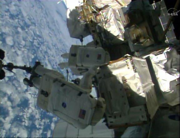 15 ay sonra uzay yürüyüşü