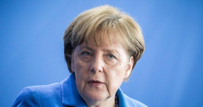 Merkel: Türkiye ile görüşmelerin kesilmesini istemiyoruz