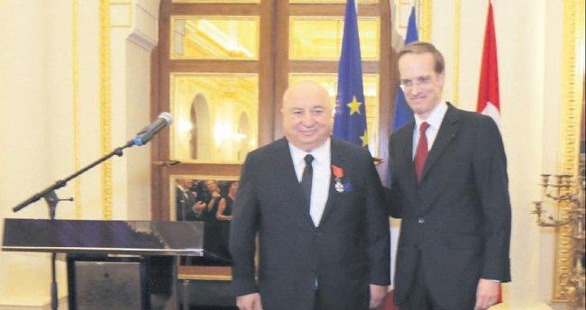 Fransa'nın en yüksek nişanı Şener'e