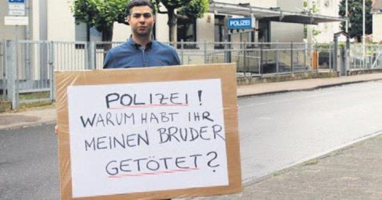 Almanya'da polis şiddetine protesto