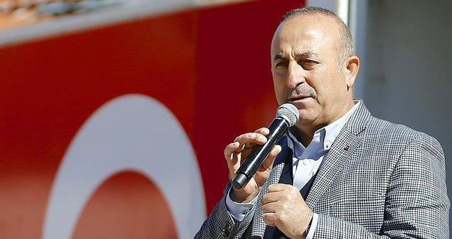 Dışişleri Bakanı Mevlüt Çavuşoğlu: Senin gazetecilerin ırkçı, basının yalancı!