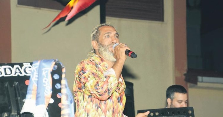 Karacabeyliler Tarık Mengüç'ün şarkılarıyla coştu