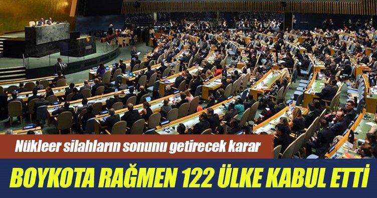 Nükleer silahları yasaklayan anlaşma BM'de kabul edildi