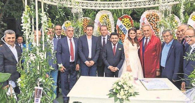 AK Parti'yi buluşturan nikah