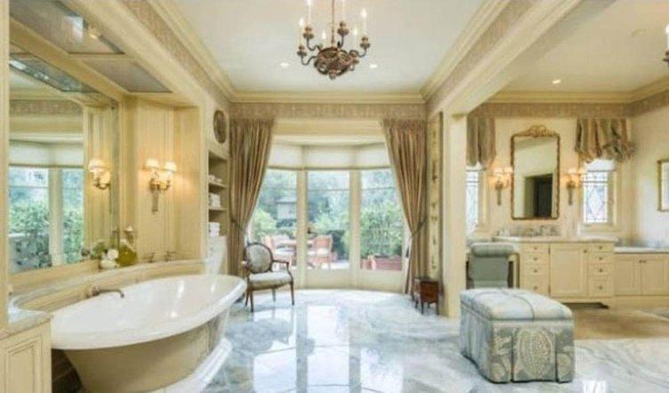 Ünlülerin hayran bırakan banyoları