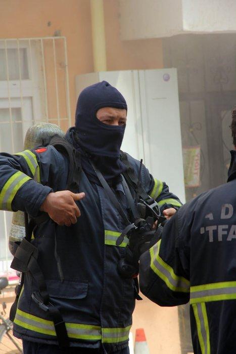 Adana'da yangın: Vatandaşlar çatıda mahsur kaldı