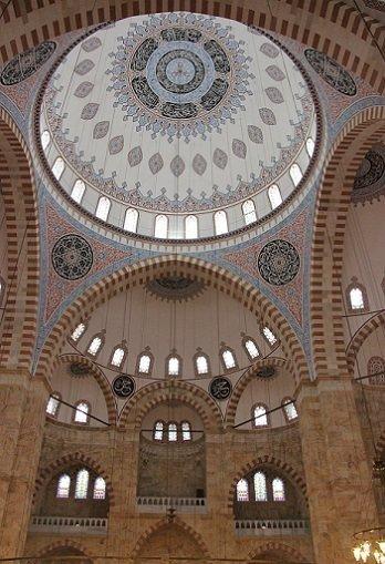 29 yılda tamamlanan yığma taş camide ilk ramazan