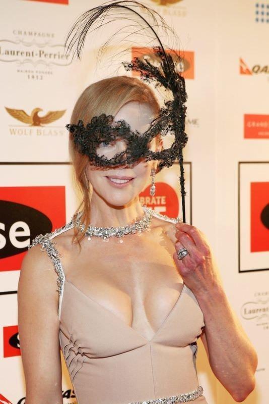 Nicole Kidman silikon taktırdı