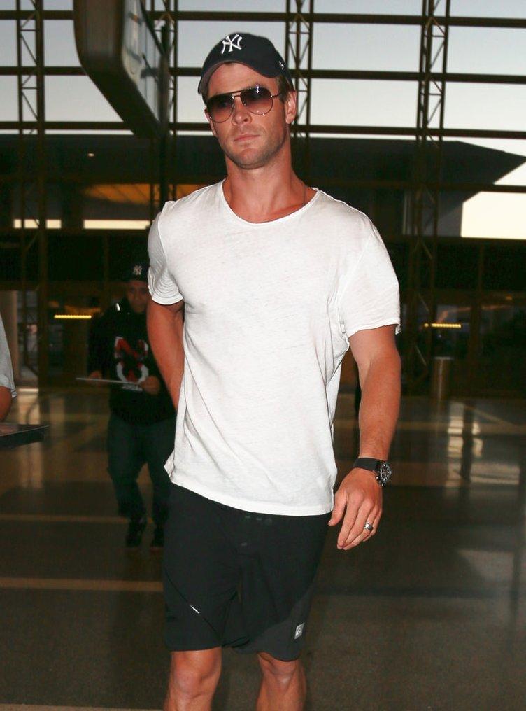 Yakışıklı oyuncu Chris Hemsworth tanınmaz halde