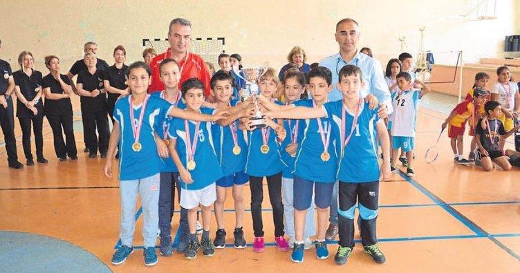 Emine Türkan İkiz İlkokulu şampiyon oldu