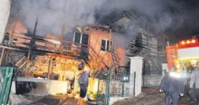 Yazlık evde çıkan yangın korkuttu
