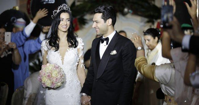 Murat Yıldırım ile İmane Elbani'den aşk pozu