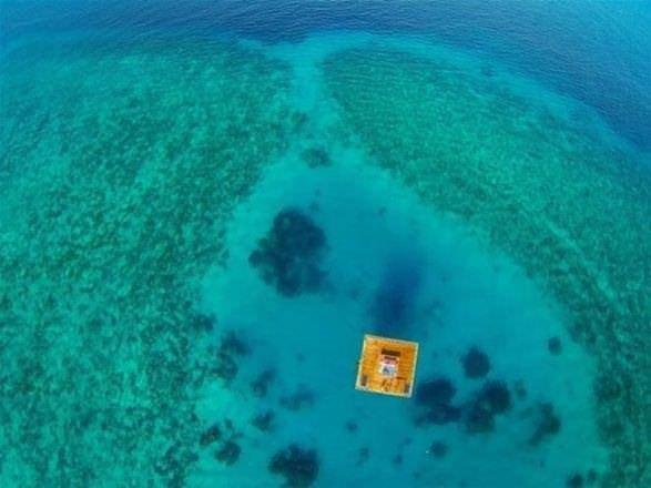 Denizin ortasında göz kamaştıran yapı