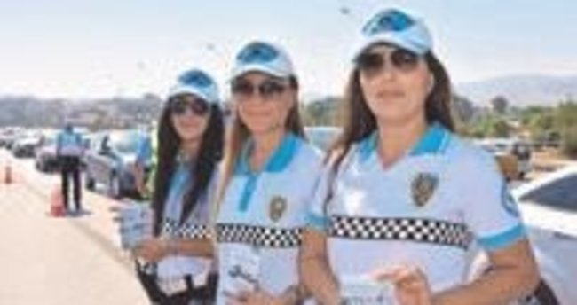 Kadın polisler hazır kıta