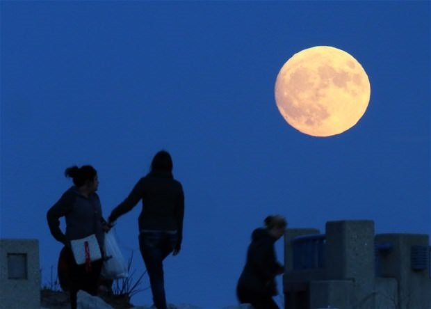 'Süper Ay'dan büyüleyici görüntüler