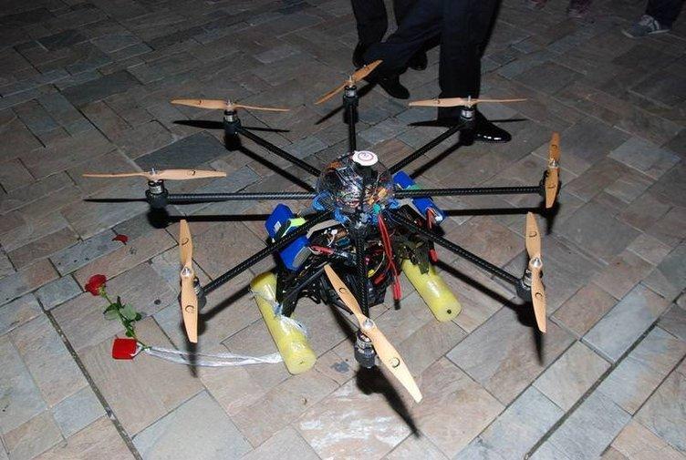 İnsansız hava aracı ile evlilik teklifi yaptı