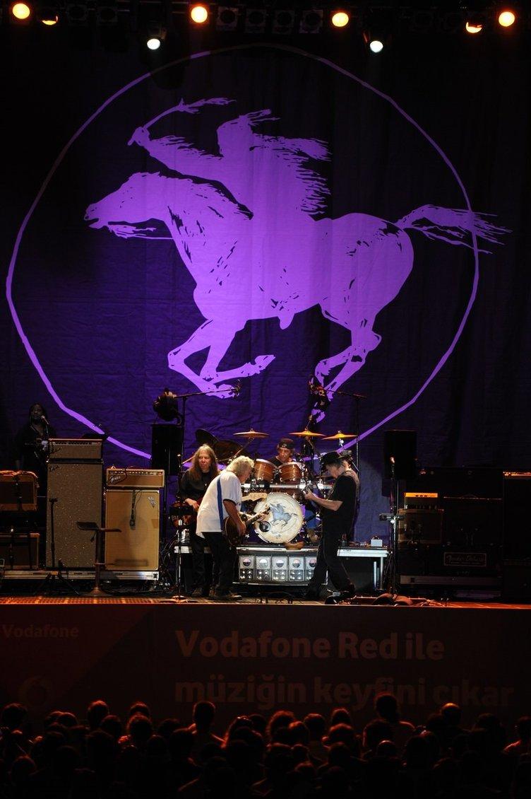Neil Young'dan İstanbul'da muhteşem konser