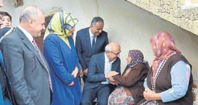Bakan Lütfi Elvan, şehit ailesinin acısını paylaştı