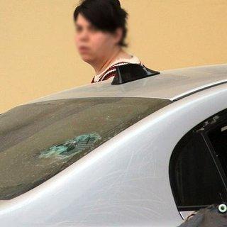 Tartıştığı kocasının otomobiline zarar verdi