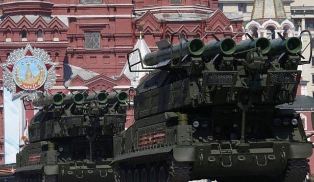 Rusya Suriye'deki silahlarını görücüye çıkardı