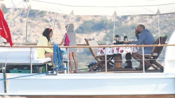 Bergüzar Korel ve Halit Ergenç'in kiraladıkları tekneye ödedikleri ücret şaşırttı