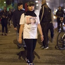 Londra'da polisle karşı karşıya