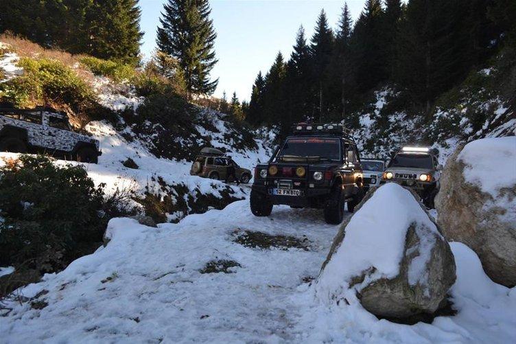 Karlı yaylada off-road
