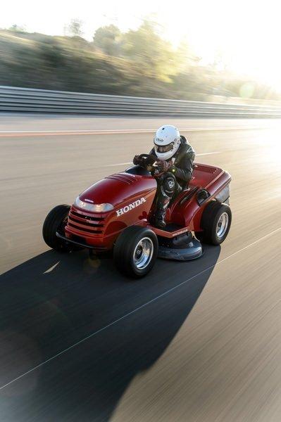 Honda'dan çim biçme makinesi ile dünya rekoru