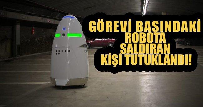 Görev başındaki robota saldırı