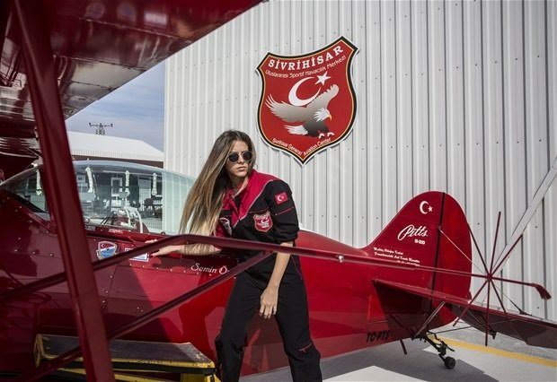 İşte ilk kadın akrobasi pilotu !