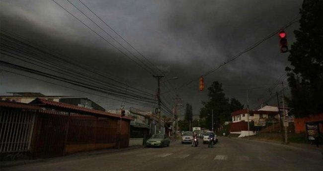 Turrialba yanardağı faaliyete geçti