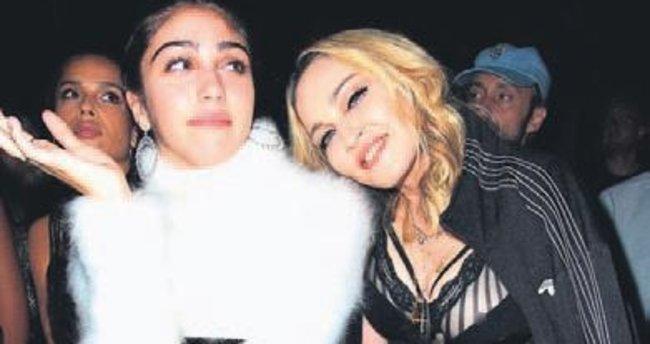 Madonna ve kızı kardeş gibiler